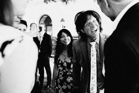 Hochzeitsfotografie, glückliches Brautpaar bei der Agape