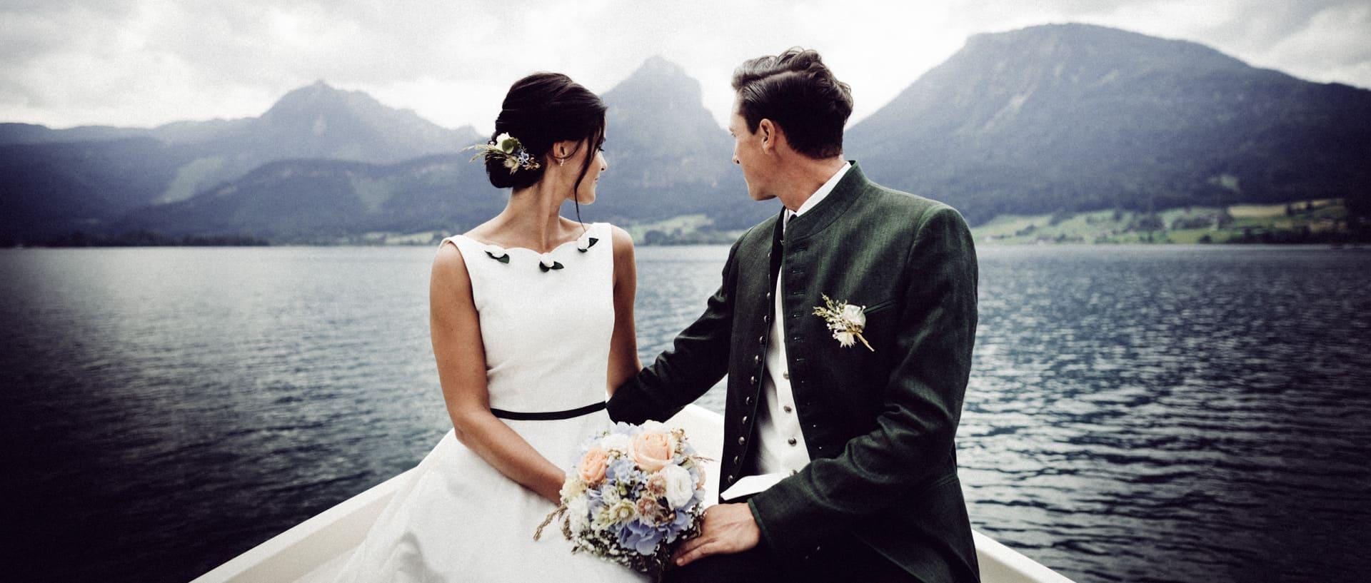 Hochzeitspaar am Wolfgangsee im Salzkammergut